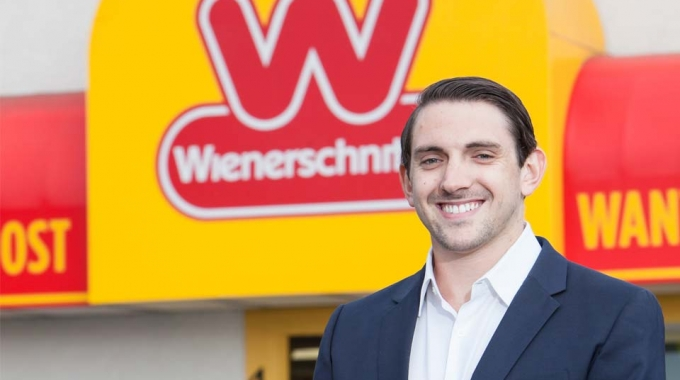 Media - Wienerschnitzel Launches Visionary Department to Target Tomorrow's Customer