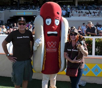 Del Mar Winner – Tootsie with owners Cameron & Laura Scully